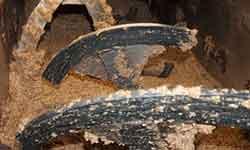 Batiendo pasta de aceitunas para obtener aceite de oliva